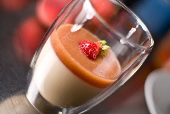 Honey Yogurt Panna Cotta with White Peach Puree.....looks SOOO ...
