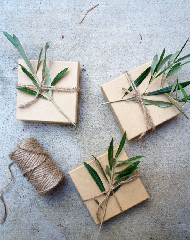 ✂ That's a Wrap ✂ diy ideas for gift packaging and wrapped presents - Christmas  presents with natural decorations