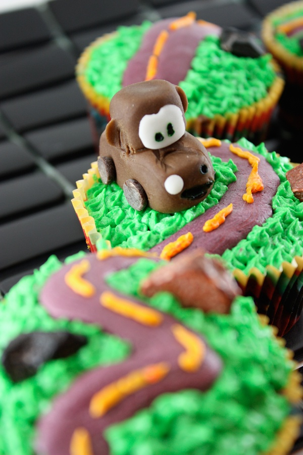cars cupcakes! Mater, my favorite. How do you make him though?