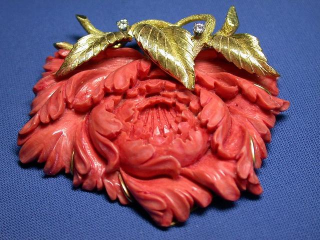 РЕЗНЫЕ CORAL ЦВЕТОК золотыми листьями