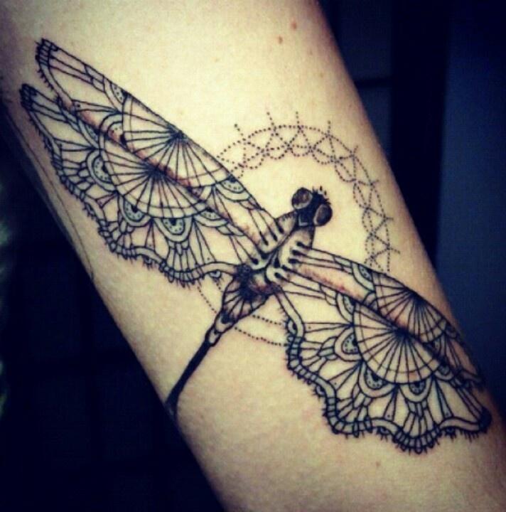 Libelle tattoo...prachtig....dat zou ik ook nog wel willen zo mooi en ...