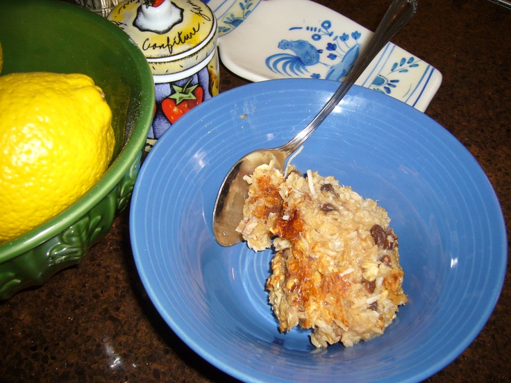 CROWD PLEASING BAKED OATMEAL WITH PECANS, BANANA and MORE. SO YUMMY ...