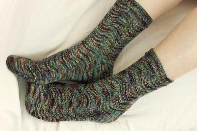 Feather Yarn Knitting Patterns : feather & fan socks pattern, love them! yarn and knitting Pintere?