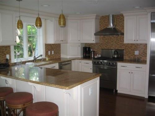 U shaped kitchen beach house remodel pinterest for Peninsula kitchen layout