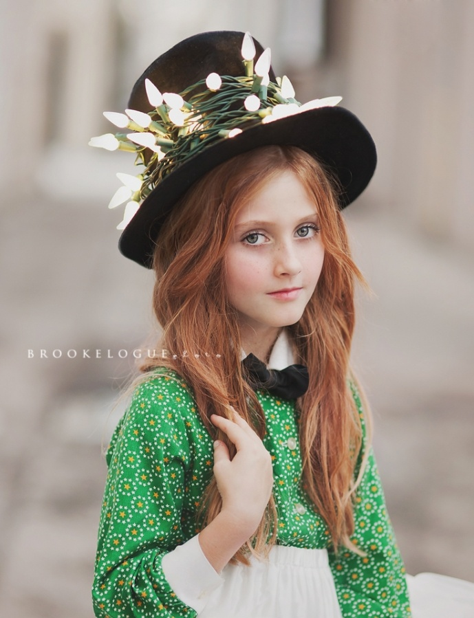 What a gorgeous little girl. Her hair! <3