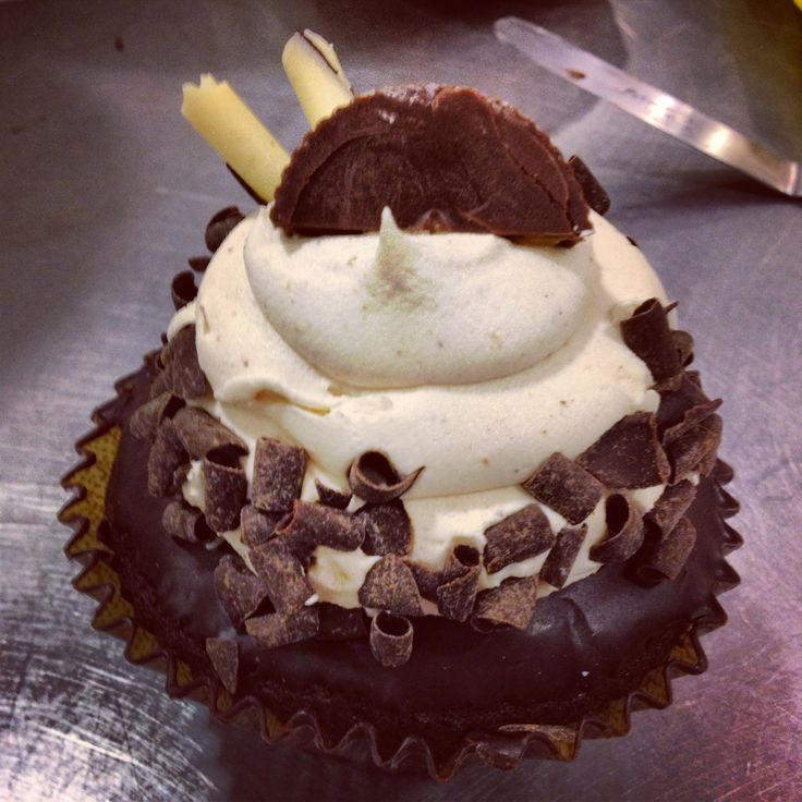 Chocolate peanut butter filled cupcake | Cupcakes & Sweets | Pinterest