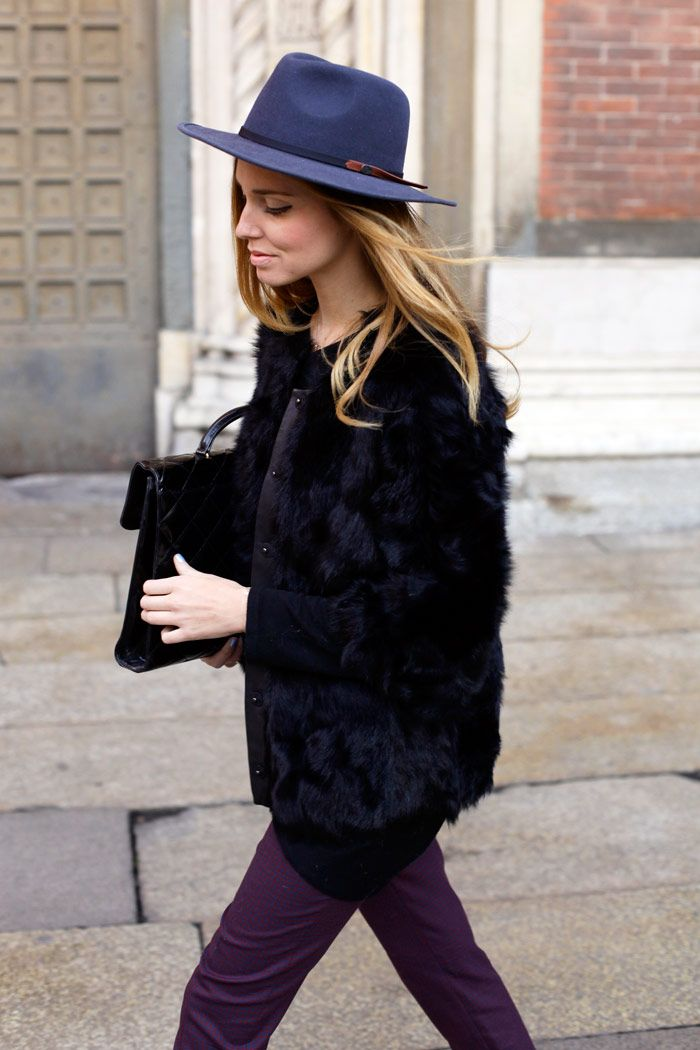 chiara ferragni from the blonde salad with black faux fur and blue hat