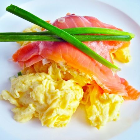 Scrambled eggs with smoked salmon | Yummy in My Tummy | Pinterest