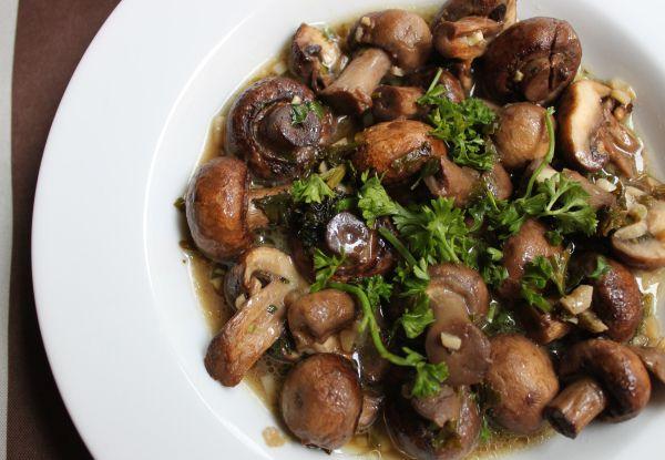 http://thelittlespork.com/2013/01/09/garlic-butter-roasted-mushrooms/