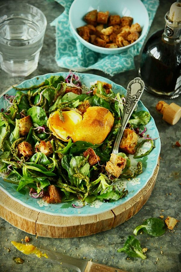 Cuisine Campagne: green salad with poched egg food - savoury ...