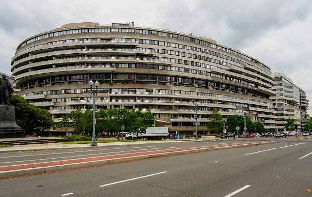 account of the watergate scandal Kenneth dahlberg's role in watergate  in the unraveling of richard nixon's watergate scandal  up in a bank account of bernard barker's in the.