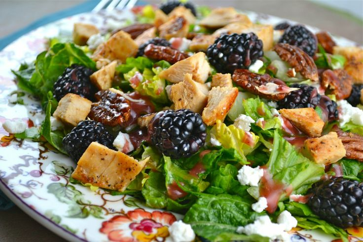 Blackberry Salad with Chicken, Goat Cheese and candied Pecans | Recipe