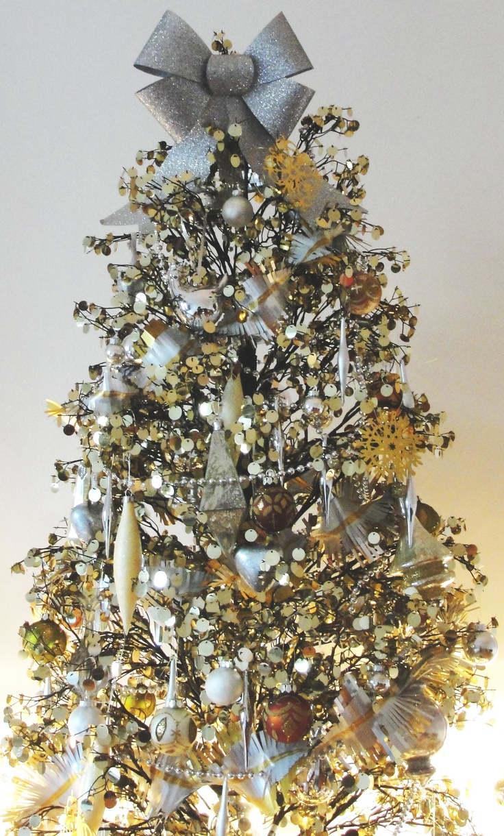 gold and silver christmas tree christmas tree pinterest. Black Bedroom Furniture Sets. Home Design Ideas