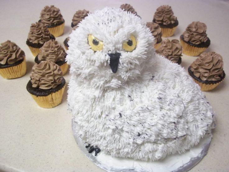 Snowy Owl Wedding Cake And Cupcakes Owl Stuff Pinterest