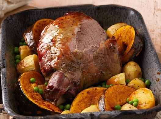 Блюдо с курицей в горшочке в духовке
