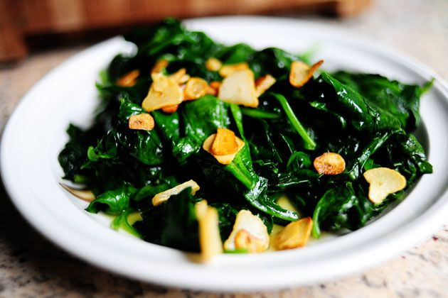 Spinach with garlic chips from the Pioneer Woman. She recommends ...