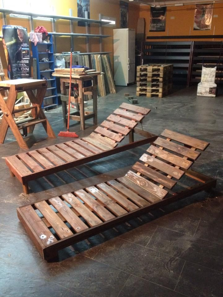 Pallet lounge chairs pallet projects pinterest for Chaise en palette