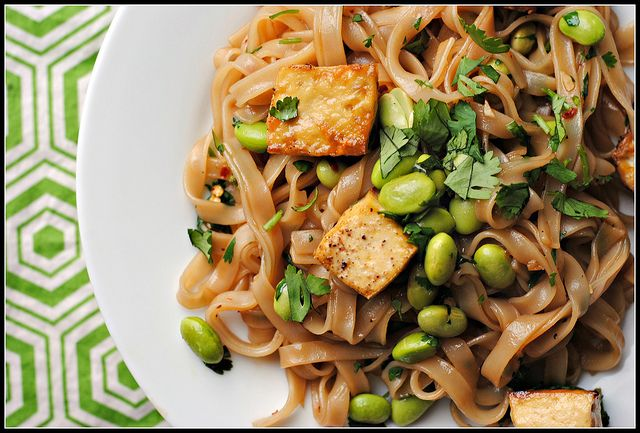Spicy Seseam Soy Rice Noodles with Tofu and Edamame (VEGAN) potluck ...