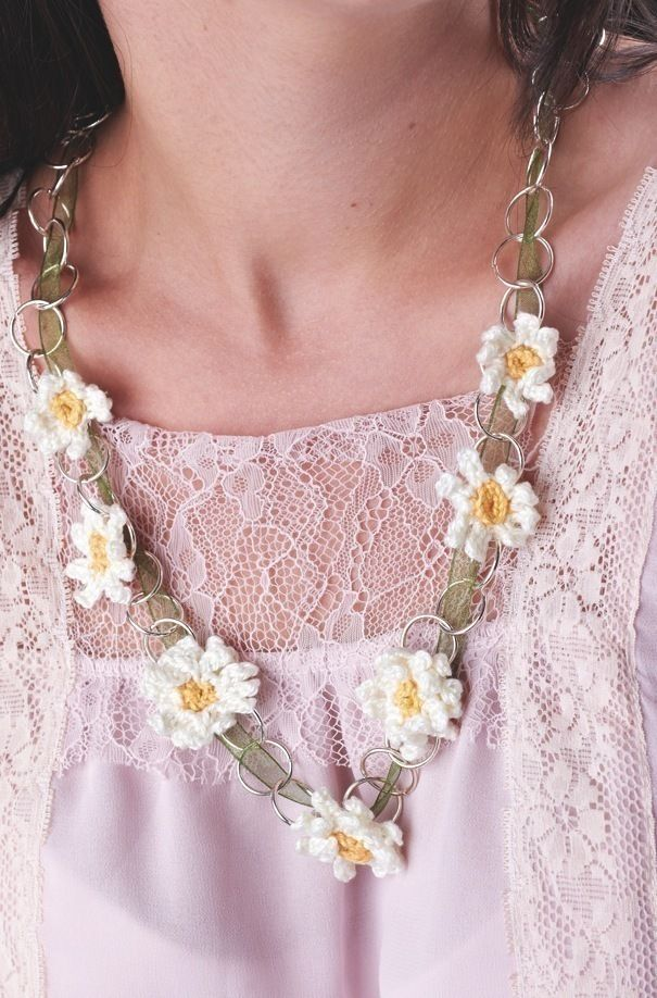 Crochet Chain : Crochet Daisy Chain Necklace - free pattern