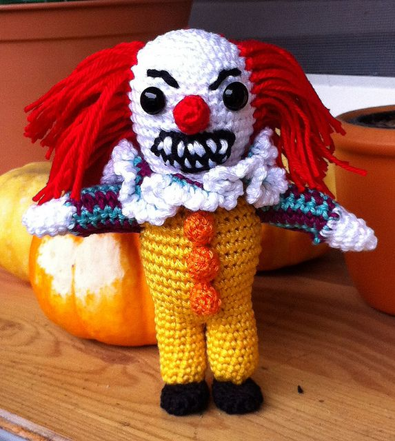 This Pennywise the dancing clown terrifies me … http://knithacker.com/2013/10/24/this-pennywise-the-dancing-clown-terrifies-me/ - look at those teeth! #crochet #amigurumi #halloween #knithacker