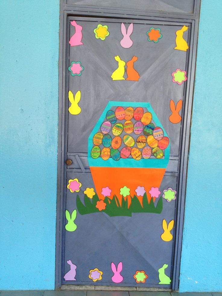 Decoración de la puerta para Pascua.