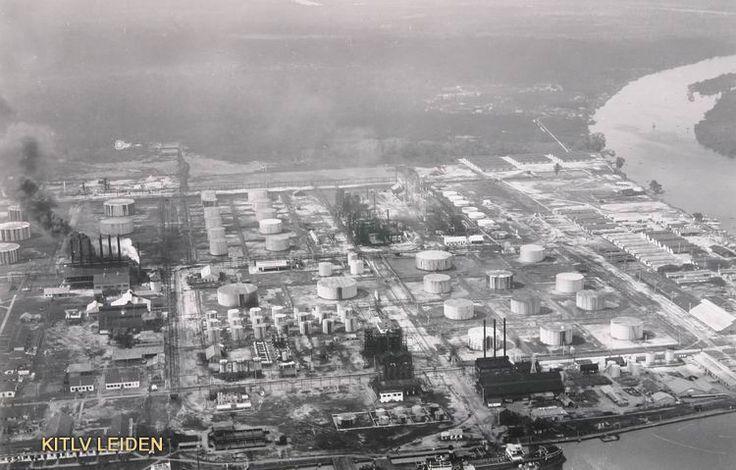 Het terrein van de Bataafse Petroleum Maatschappij...