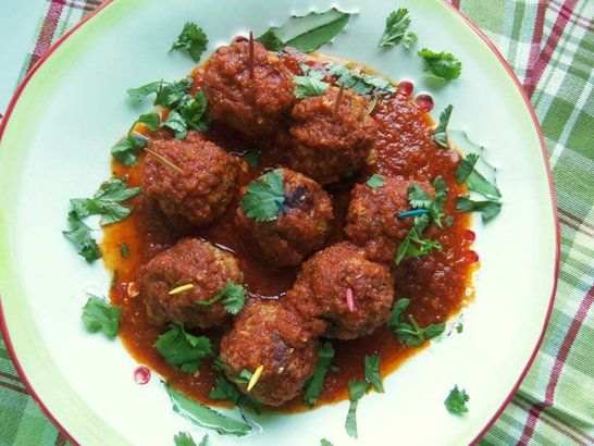 Cheese-Stuffed Pork Meatballs in a Chipotle Tomato Sauce - Que Rica ...