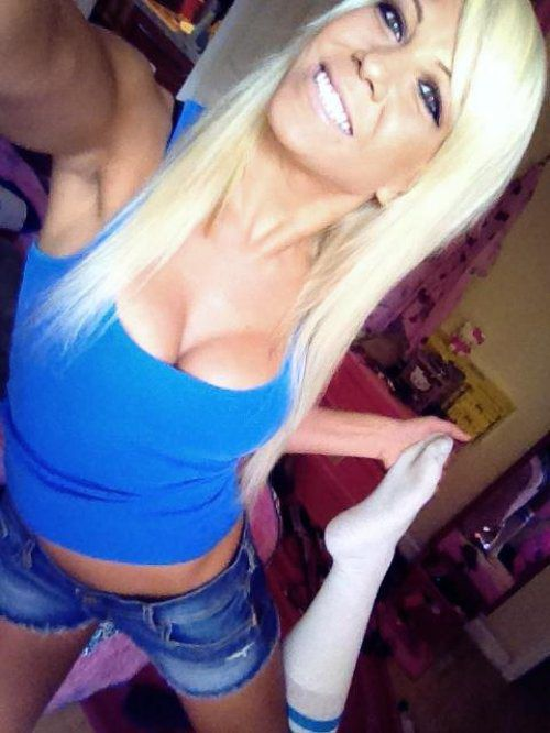 sexy selfie | 4x4 trucks and blondes | Pinterest