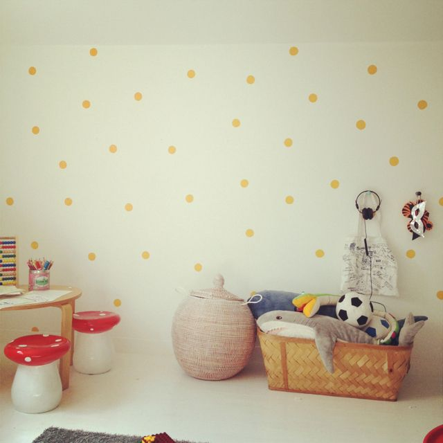 Oh my, a polka-dot wall?!  Why did I not think of this--LOVE IT!!!  Soooooo doing this for the room makeover