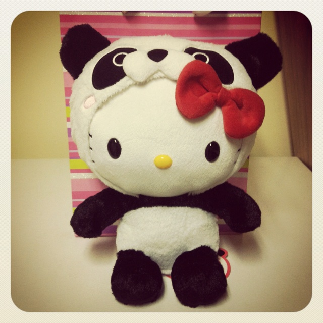 Hello Kitty + Panda. Two favorites combined! @Alice Hoette we must find this!