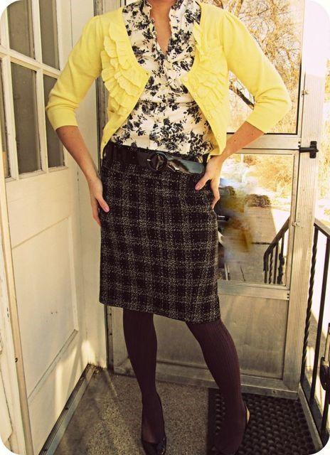 Floral Blouse + Plaid Skirt | Outfit | http://prettylifeanonymous.blogspot.com | #Floral #Plaid #Outfit