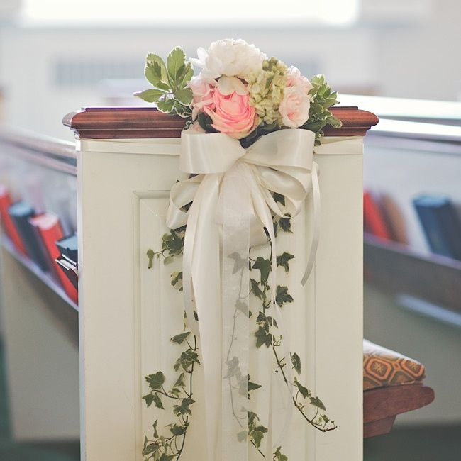 Pew decor with ivy and real flowers wedding decor for Easy to make wedding decorations