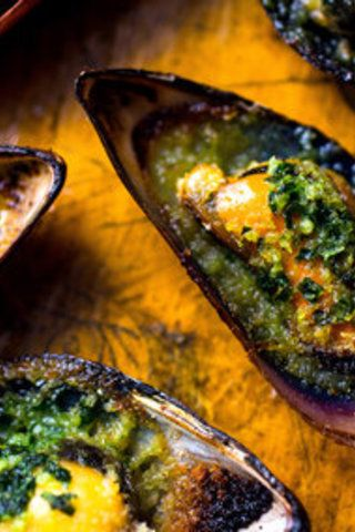 Broiled Mussels With Garlic Herb Butter | favorite recipes | Pinterest