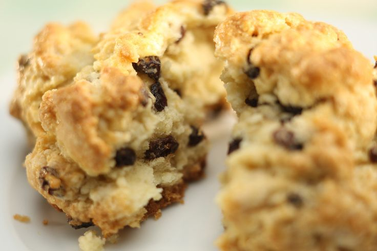 Black currant scones (from the LA Times) I LOVE currant scones and ...
