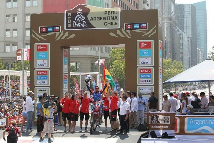 Chavo Salvatierra en la meta del Dakar 2013