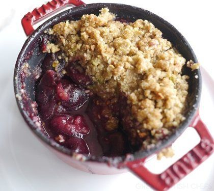 Cherry & Pistachio Crumble | #glutenfree