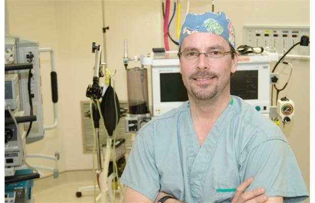 Pioneering surgery in Surrey fixes broken ribs fast with titanium-plate supports