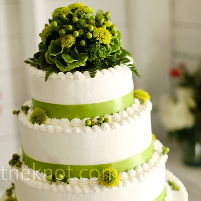 White And Green Wedding Cake Green And White Wedding Pinterest
