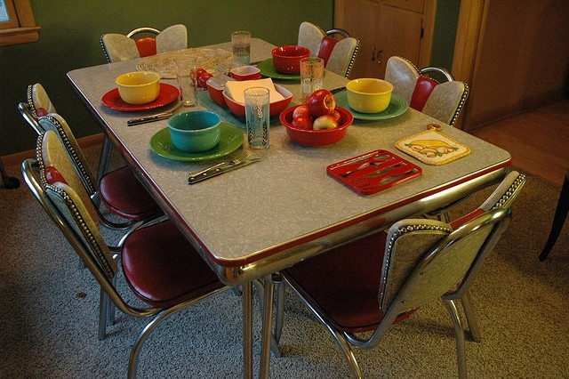 Retro chrome kitchen table these tables and chairs are so easy to
