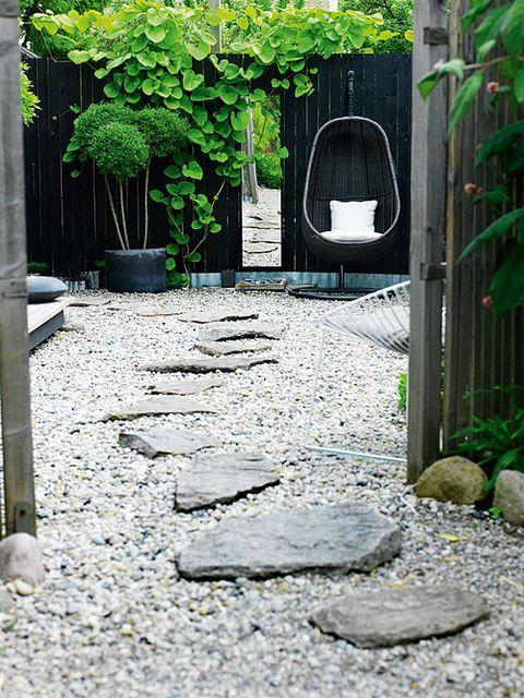 Love the contrast between light and dark. The greens pop so well against the fence. And the stone path looks great against the pea gravel.    outdoorgrey6.jpg by the style files, via Flickr