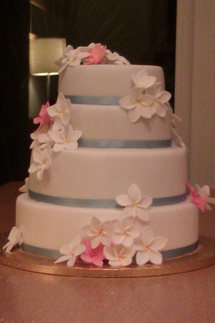A Wedding Cake Made For A Friend Fruit Cakes Marzipan Fondant