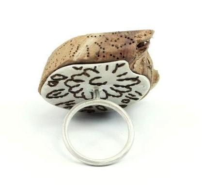 Andrea Coderch Valor - ring 2011- Hana collection  Silver, wood, silk.