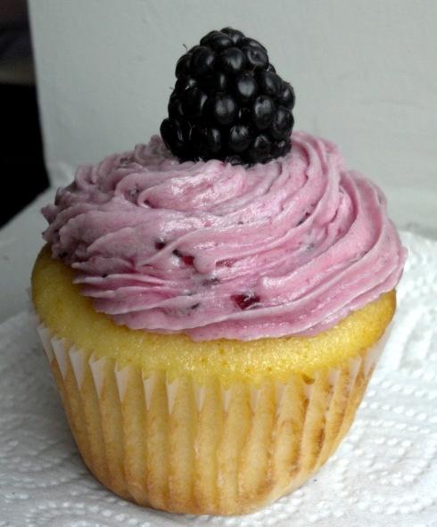 Lemon-blackberry cupcakes | Delicious things | Pinterest
