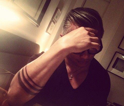 Tattoo mann streifen unterarm Tattoo Arm