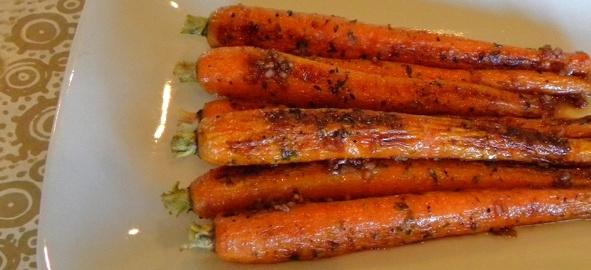 Roasted Carrots & Pomegranate Vinaigrette | Earthbound Farm Organic