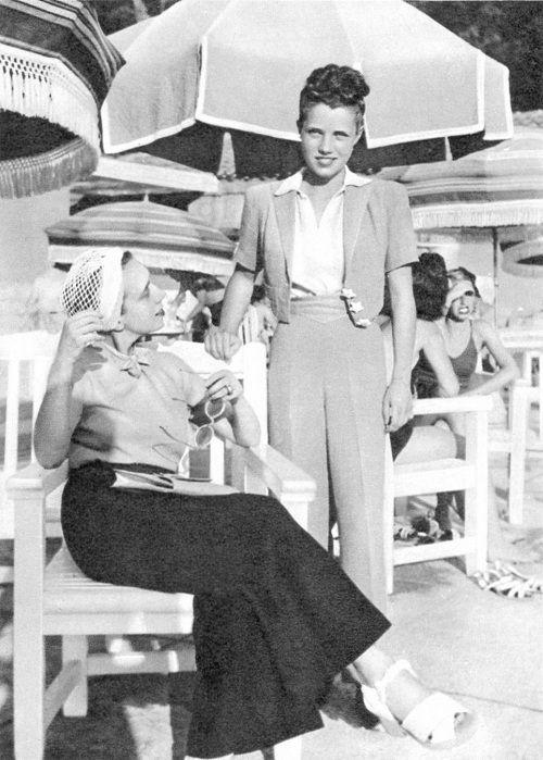 Elsa Schiaparelli and daughter Gogo, 1938