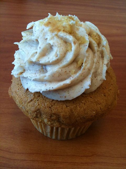 Oatmeal Raisin Cupcakes...my favorite cookie in a cupcake! FINALLY.