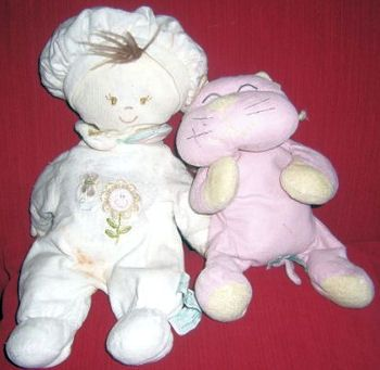 Searching – RUSS ANNABELLE Brunette DOLL Wearing WHITE SLEEPER with FLOWER & BUTTERFLY and Cuddle PINK & YELLOW CAT