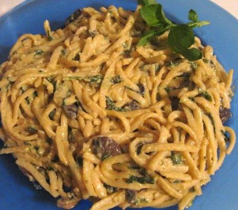 Vegan Spinach & Mushroom Fettuccine Alfredo. Recreation by Yummy ...