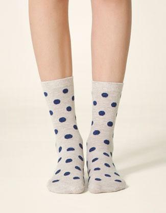 des chaussettes à pois